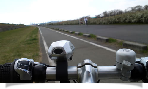 アメブロデザイン変更お任せください!ホームページデザインCUBES-河川敷サイクリング