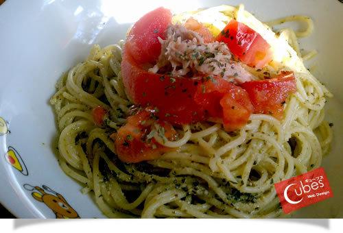 トマトとシーチキンのジェノベーゼ